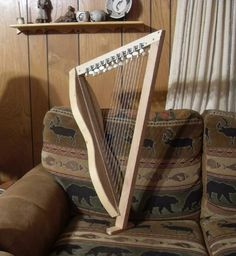 SIMPLE AND CHEAP 22 STRING CELTIC HARP -- built around a mounting dulcimer body