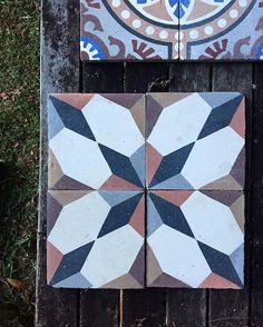 Sensuous. Sagres. #ihavethisthingwithtiles #antiquetiles #handmadetiles #jatanatiles #tilesaddiction #federal #byronbay #interiors #interiordesign #featuretiles #azulejoportugues