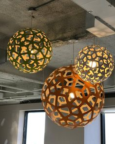 Three CORALS, two sizes, one effect : magic  The Coral pendant light / bamboo plywood / David Trubridge Design  Click image for where to buy.