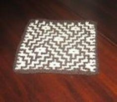 Meget nem og dekorativ bordskåner i vævestrik, soom ligner en mosaikflise. Den er slet ikke svær, og man strikker kun med 1 farve ad gangen. Pinde 4. Læs mere ...