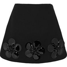 Victoria, Victoria Beckham Floral-appliquéd wool mini skirt (3.205 RON) ❤ liked on Polyvore featuring skirts, mini skirts, black, floral print mini skirt, wool skirt, short wool skirt, woolen skirt and floral skirt