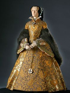 Queen Mary I, Bloody Mary was the only child of King Henry VIII and Catherine of Aragon. She was the fourth monarch of the Tudor dynasty. Tudor Fashion, Renaissance Fashion, Renaissance Clothing, Women's Fashion, Historical Costume, Historical Clothing, Historical Women, Historical Dress, Historical Photos