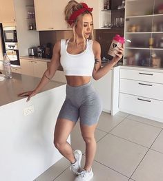 Tammy hembrow fit bodies fit bodies in 2019 спорт, йога, фит Body Inspiration, Fitness Inspiration, Amy, Body Fitness, Female Fitness, Fitness Models, Gym Girls, Fun At Work, Fit Chicks