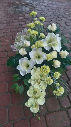 Church Flower Arrangements, Funeral Arrangements, Sunflower Wedding Centerpieces, Wedding Hands, Hand Bouquet, Sympathy Flowers, Funeral Flowers, Topiary, Ikebana