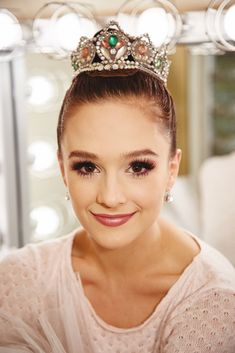 Exactly How a Pro Ballerina Does Her Stage Makeup For The Nutcracker Lauren Lovettes Sugarplum Fairy Make-up Fairy Make-up, Fairy Hair, Kids Makeup, I Love Makeup, Pretty Makeup, Makeup Inspo, Makeup Ideas, Stage Makeup Dancer, Dance Competition Makeup