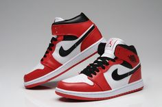 Find Air Jordan 1 High Chicago Bulls White Black Red Authentic online or in  Pumarihanna. Shop Top Brands and the latest styles Air Jordan 1 High Chicago  ... 4b59c7e914ab