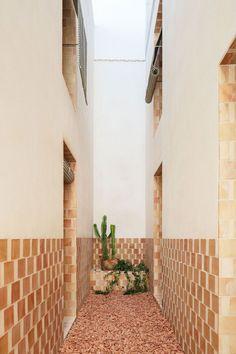 A Modest Retreat of Bold Craftsmanship in Can Picafort, Mallorca Patio Design, Exterior Design, Diy Design, Interior And Exterior, Architecture Restaurant, Architecture Details, Interior Architecture, Online Architecture, Estilo Interior