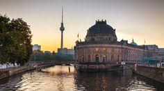 La capitale tedesca prosegue nella sua rinascita che è una continua trasformazione. Tra Friedrichshain e Kreuzberg, tra Est e Ovest, tra musei