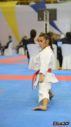 Female Martial Artists, Martial Arts Women, Karate Girl, Female Fighter, Sports Pictures, Judo, Strong Women, Sporty, Girls