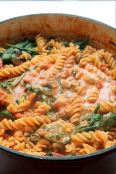 This one pot pasta has a luxurious tomato and mascarpone sauce, spinach and fresh basil. A 30 minute vegetarian dinner- perfect for (baked pasta dishes) Veggie Recipes, Pasta Recipes, Vegetarian Recipes, Cooking Recipes, Healthy Recipes, One Pot Vegetarian, Vegetarian Sandwiches, Dinner Recipes, Vegetarian Italian