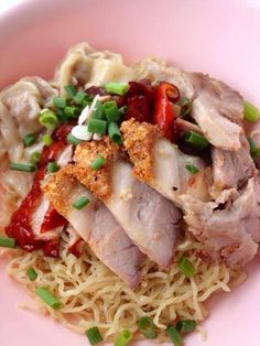 บะหมี่แห้ง (eggs noodles   with vegetables and meat).	Thai food