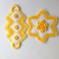 Free 100 crochet and knitting patterns. There are patterns for you, the kids and for baby. See all of your favorite 100 crochet patterns. Crochet Towel, Crochet Doilies, Crochet Yarn, Free Crochet, Crochet Potholder Patterns, Crochet Pillow Pattern, Baby Knitting Patterns, Crochet Crocodile Stitch, Woolen Craft