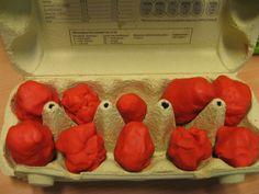 Thema eten: samen met de kinderen eieren maken van klei. In een eierdoos leggen en klaar. Leuk om daarna met de kinderen echte eieren te koken en uiteraard opeten.