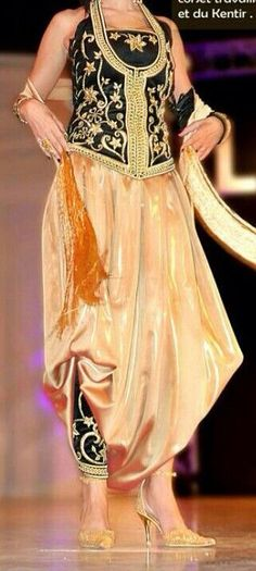 Algerian fashion: gold karakou