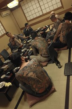 The traditional art of the japanese tattoo. Tebori Tattoo, Irezumi Tattoos, Japanese Tattoo Art, Japanese Tattoo Designs, Akira, Tattoo Master, Traditional Japanese Tattoos, Traditional Art, Mixed Martial Arts