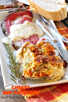 This amazing potatoes are perfect for holidays, company dinner or anytime your serving an elegant dinner. They're filled with sour cream, cheddar cheese, green onions and herbs that flavor the dish wonderfully. Cheesy Red Potatoes, Garlic Mashed Potatoes, Red Potato Recipes, Gf Recipes, Potatoes Romanoff Recipe, Vegetarian Nachos, Vegetable Prep, Prime Rib Roast, Stuffed Peppers