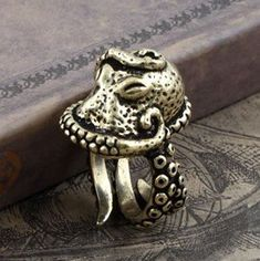 Vintage Bronze Octopus Sea Monster Squid Kraken Punk Antique Retro Ring from Showmall Octopus Ring, Octopus Jewelry, Animal Jewelry, Estilo Punk Rock, Punk Jewelry, Jewelry Accessories, Fashion Jewelry, Gothic Jewelry, Jewelry Rings
