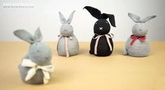 Do you want to make your own decorations or Easter gifts at home? Making a simple no-sew rice sock bunny is a super easy project that is inexpensive to do. Sock Crafts, Easter Crafts For Kids, Craft Activities For Kids, Easter Gift, Easter Bunny, Craft Ideas, Rabbit Crafts, Bunny Crafts, Spring Crafts