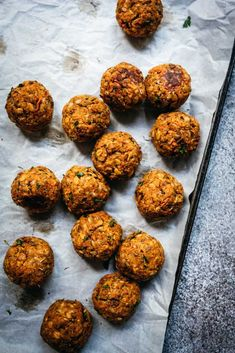 These hearty vegan lentil meatballs get savory flavor from parmesan, Italian seasoning and crispy breadcrumbs. They're gluten-free and kid-friendly! Lentil Meatballs, Best Meatballs, Vegan Meatballs, Vegan Meal Prep, Vegan Dinner Recipes, Vegan Dinners, Classic Meatball Recipe, Meatball Recipes, Ramp Pesto