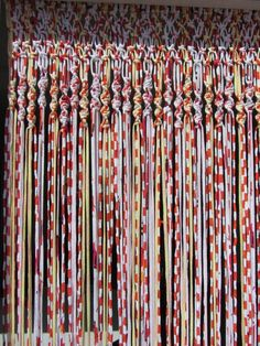 Macrame curtains with fabric strips Fabric Strip Curtains, Crochet Curtains, Crochet Fabric, Beaded Curtains, Fabric Yarn, Diy Curtains, Fabric Strips, Macrame Curtain, Macrame Projects