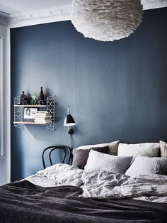Blue bedroom wall - more ideas on Schlafzimmer-ideen. Navy Blue Bedrooms, Blue Rooms, Home Bedroom, Modern Bedroom, Bedroom Decor, Swedish Bedroom, Bedroom Ideas, Peaceful Bedroom, Bedroom Romantic