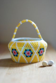 Handmade Swedish Beaded Baskets // Scandinavian vintage folk accessories // Design : Easter Ca Perler Beads, Fuse Beads, Plastic Bead Crafts, Plastic Beads, Crochet Toilet Roll Cover, Brick Stitch Patterns, Pattern Coloring Pages, Beaded Boxes, Popular Crafts