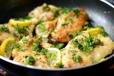 Citromos-kapribogyós csirke recept: Gyors, finom és könnyű vacsora válhat belőle. A kapribogyó, citrom és a fehérbor kellemes aromát ad a csirkének sülés közben. Main Dishes, Side Dishes, Sprouts, Potato Salad, Salads, Potatoes, Meat, Chicken, Vegetables