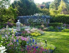 We are in love with this beautiful English-style Hamptons garden. - Traditional Home ® / Photo: Tria Giovan / Design: Jane E. Lappin and Arlene Gould
