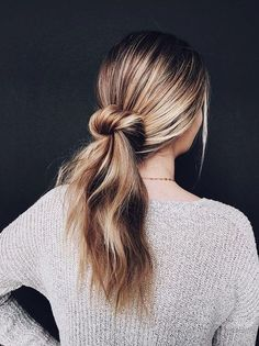 2019 should have such a good hairstyle We love a sleek, tight bun around here but sometimes you want to ease up and go a more relaxed route, ya know? Problem is, a lot of people try to create an undone look and the ha Spring Hairstyles, Pretty Hairstyles, Braided Hairstyles, Simple Hairstyles, Wedding Hairstyles, Hairstyle Ideas, Teenage Hairstyles, Simple Hairdos, Fashion Hairstyles
