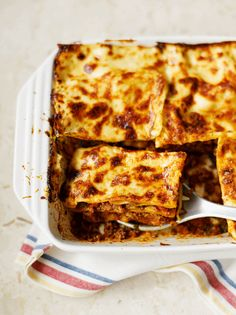 Make up a batch of our beef ragu recipe, freeze it, and then defrost so you can rustle up this easy beef lasagne, which is perfect for the family or entertaining. Beef Lasagne, Vegetable Lasagne, Vegetable Cake, Lasagne Recipes, Kebab Recipes, Healthy Recipes, Freezable Recipes, Beef Recipes, Healthy Food