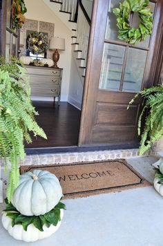 Vintage Finds: Fall Front Porch & Foyer