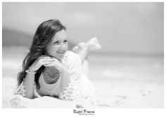 How to Take Good Beach Photos Framing Photography, Candid Photography, Documentary Photography, Female Senior Portraits, Beach Portraits, Female Portrait, Beach Pictures, Pretty Pictures, Grad Pictures