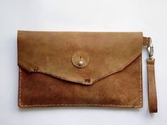 Kostenlose Anleitung: Leder-Clutch nähen / free diy tutorial: how to sew a leather clutch via DaWanda.com