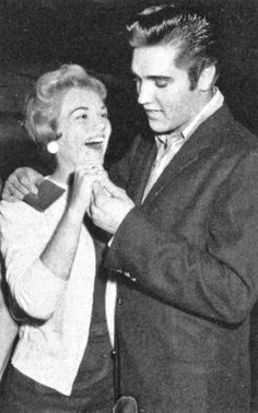 Elvis picking up his girlfriend Anita Wood at Memphis Municipal Airport on Friday, September 13, 1957. Anita had just returned from Hollywood, having won a 'Star Hunt' contest and signed a two-movie picture deal. See more: https://www.pinterest.com/pin/380906080963320773/
