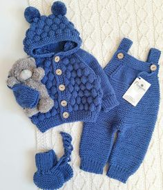 Paso a paso Guía de como aprender hacer enterizo de crochet para bebés muy sim… Paso a paso Guía de como aprender hacer enterizo de crochet para bebés muy simple curso gratis Winter Baby Clothes, Knitted Baby Clothes, Baby Winter, Crochet Clothes, Baby Boy Knitting, Knitting For Kids, Baby Knitting Patterns, Crochet Patterns, Baby Bunny Costume