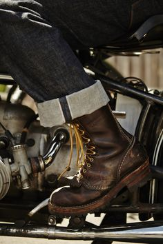 Look Smarter in Men's Boots – Men Shoes Site Red Wing Boots, Botas Red Wing, Mens Boots Fashion, Mens Fashion Blog, Male Fashion, Fashion Details, Fashion Tips, Denim Boots, Leather Boots