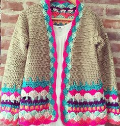 Beauty Beginner Crochet Cardigan Pattern Images for new Winter 2019 - Page 41 of 52 Crochet Cardigan Pattern, Crochet Jacket, Crochet Blouse, Crochet Shawl, Easy Crochet, Knit Crochet, Crochet Designs, Crochet Patterns, Sewing Patterns