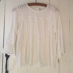 Sale🎉White Top Semi-thin material with super cute small slit in the back no damage, like new. 100% rayon Old Navy Tops Blouses