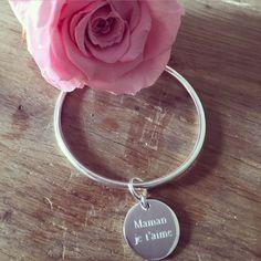 Bracelet jonc en argent avec médaille personnalisée pour la fête des mamans - l'Atelier d'Amaya