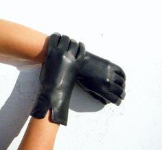 Černé rukavice bezpodšívkové Dámské černé kožené rukavice bez podšívky.  Zvolte si správně velikost rukavic - 8bead51ff6