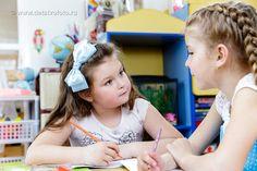 девочки на занятиях в детском саду