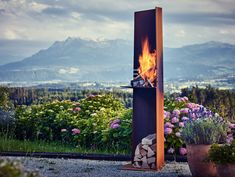 RAIS Angle - a graphic outdoor fire with a sculptural grill for beach or patio. Eye-catching centrepiece for cosy gatherings and outdoor cooking. Summer evenings will never be the same! Outdoor Fire, Outdoor Living, Wood Stove Cooking, Exterior, Oil Lamps, Outdoor Cooking, Hygge, Scandinavian Design, Cool Designs