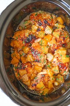 Slow Cooker Pineapple Chicken - Sweet, tangy chicken made right in your crockpot! And the pineapples are so juicy and flavorful with all that slow cooking! Slow Cooking, Slow Cooked Meals, Crock Pot Slow Cooker, Slow Cooker Recipes, Crockpot Recipes, Cooking Recipes, Easy Recipes, Slower Cooker Chicken, Crockpot Summer Meals