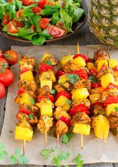 Szaszłyki z ananasem, kurczakiem i papryką Snack Recipes, Cooking Recipes, Healthy Recipes, Snacks, Grill Party, Good Food, Yummy Food, Mediterranean Diet Recipes, Best Appetizers