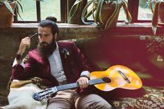 bohemien-sposo-gipsy-hipster-chitarra-pipa-margherita-calati-fotografa