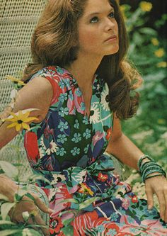 1970's Fashion - Vintage Hair compliments Miscellaneous Patterned Patch Dress