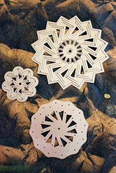 Like rosettes for your paper crafts? You'll LOVE Spellbinders Cut Fold Tuck Dies. Review + Video on CraftTestDummies.com