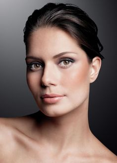 Natura UNA...all natural and ethical makeup from Brazil...love this natural, glowing look...