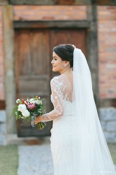 Noivas - Esther Bauman Vestidos de Noiva e festas em geral. Ateliê sob medida em São Paulo. www.estherbauman....