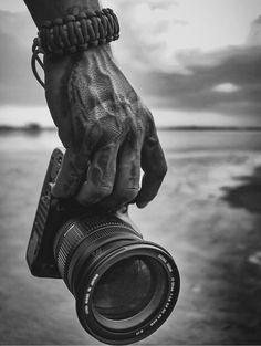Black and white photography Black White Photos, White Art, Black And White Photography, Hand Photography, Creative Photography, Photography Hacks, Abstract Photography, Hand Fotografie, James Nachtwey